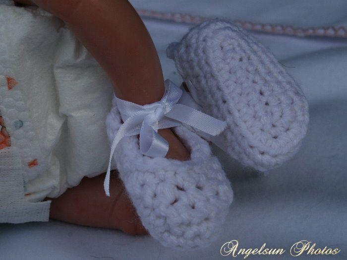 Micro Preemie Knitting Patterns : Preemie Booties http://www.ravelry.com/patterns/library/micro-preemie-baby-bo...
