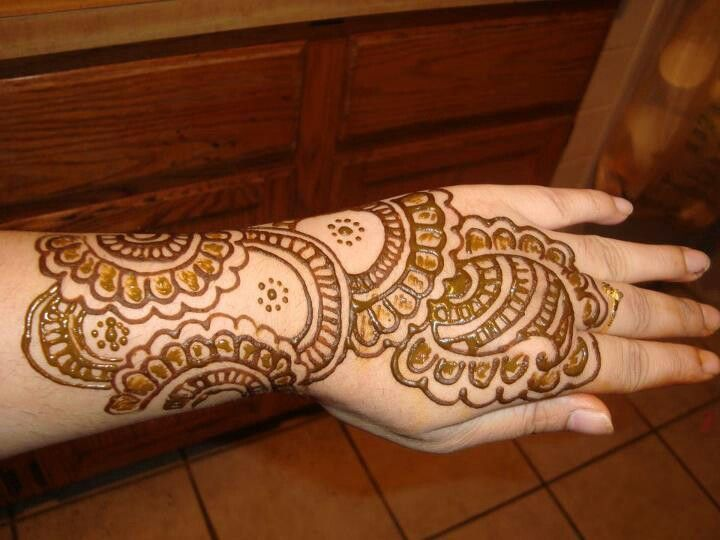 Mehndi Tattoo Hip : Henna tattoos hip imgkid the image kid has it