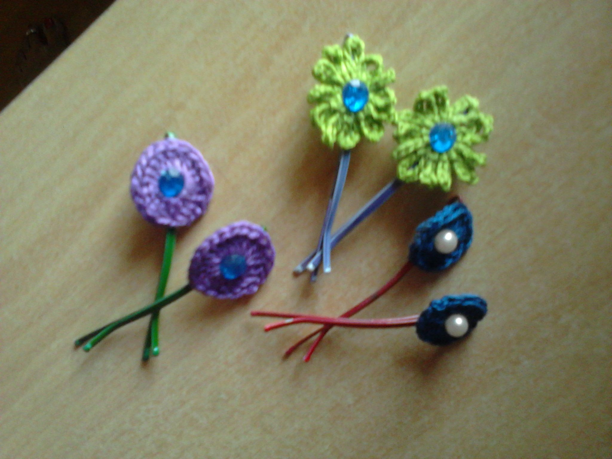 Crochet Hair Clip Ideas : Crochet hair clips..... crochet tutorials, patterns and ideas ...