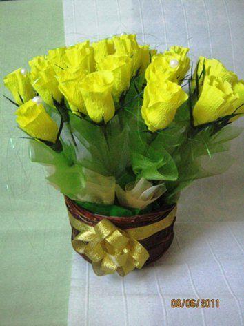Желтые цветы из гофрированной бумаги