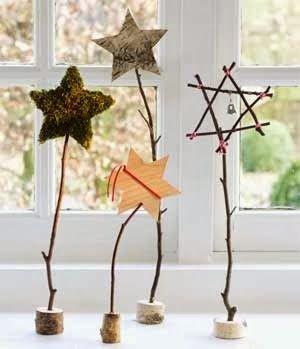 Những ngôi sao này rất thích hợp để trang trí cạnh của sổ. Bạn có thể thay đổi bằng những vật liệu khác nhau.