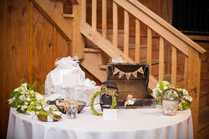 Rustic wedding card/gift table #wedding Wedding dreaming!!! ;) Pi ...