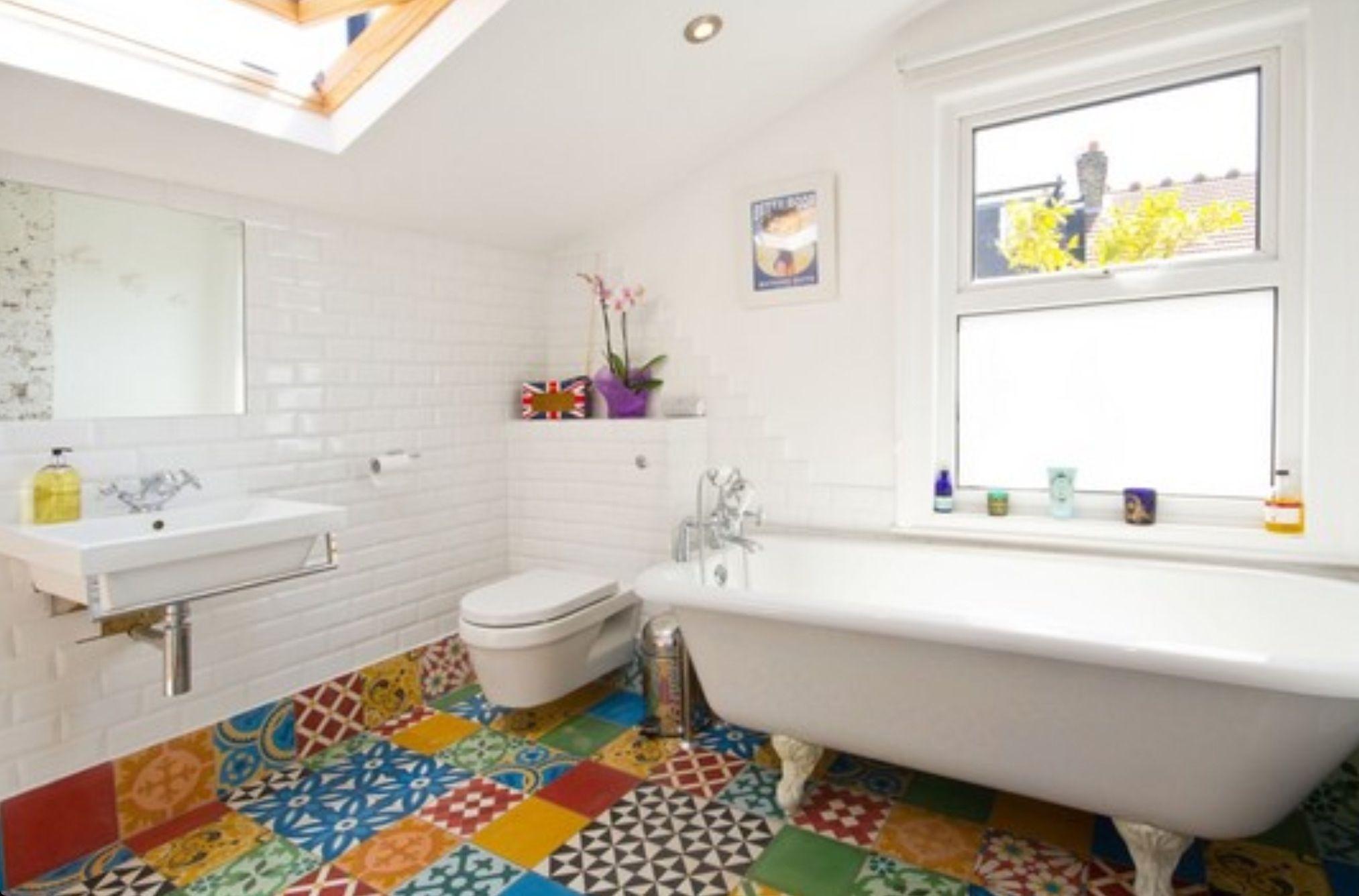 Spanish floor tiles bathroom inspirations pinterest for Spanish tile bathroom floor