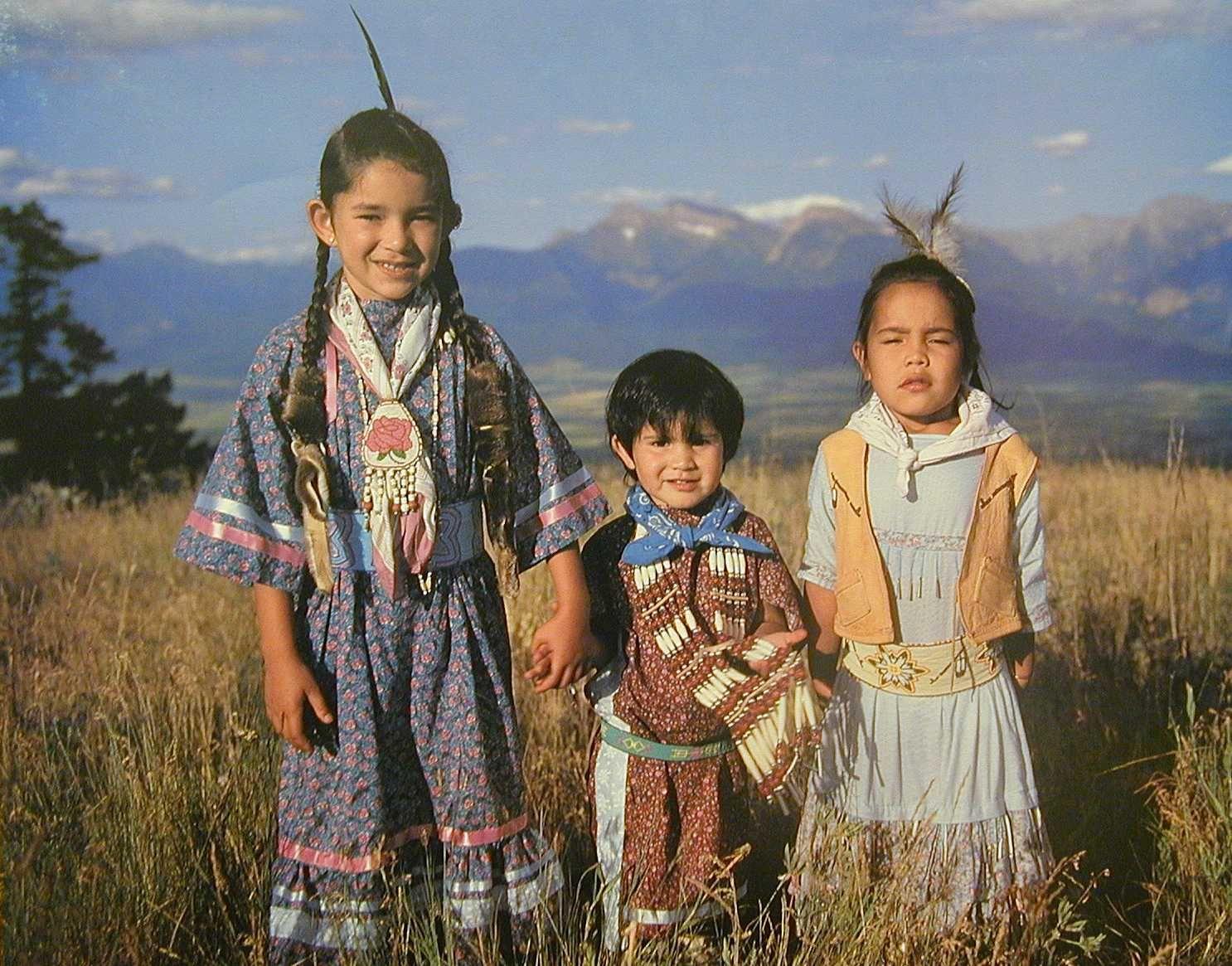 native american tribe Navaho, hopi, zuni, apache, choctaw, creek, osage, potawatomie, blackfoot,  crow, sioux/lakota, chippewa/ojibwe, seminole, mohawk, huron, mohegan,.