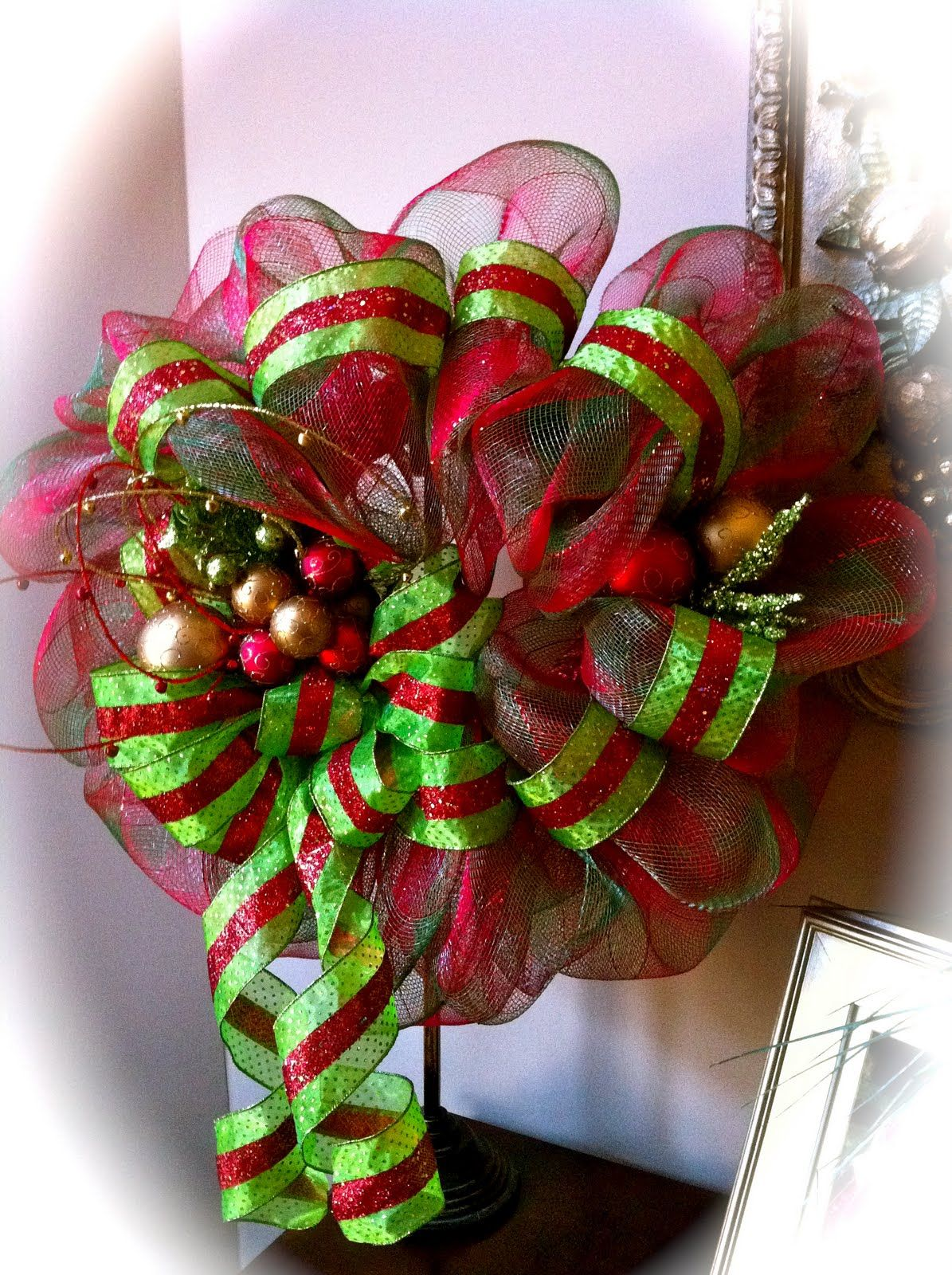 Christmas geo mesh wreath crafts pinterest for Christmas wreath