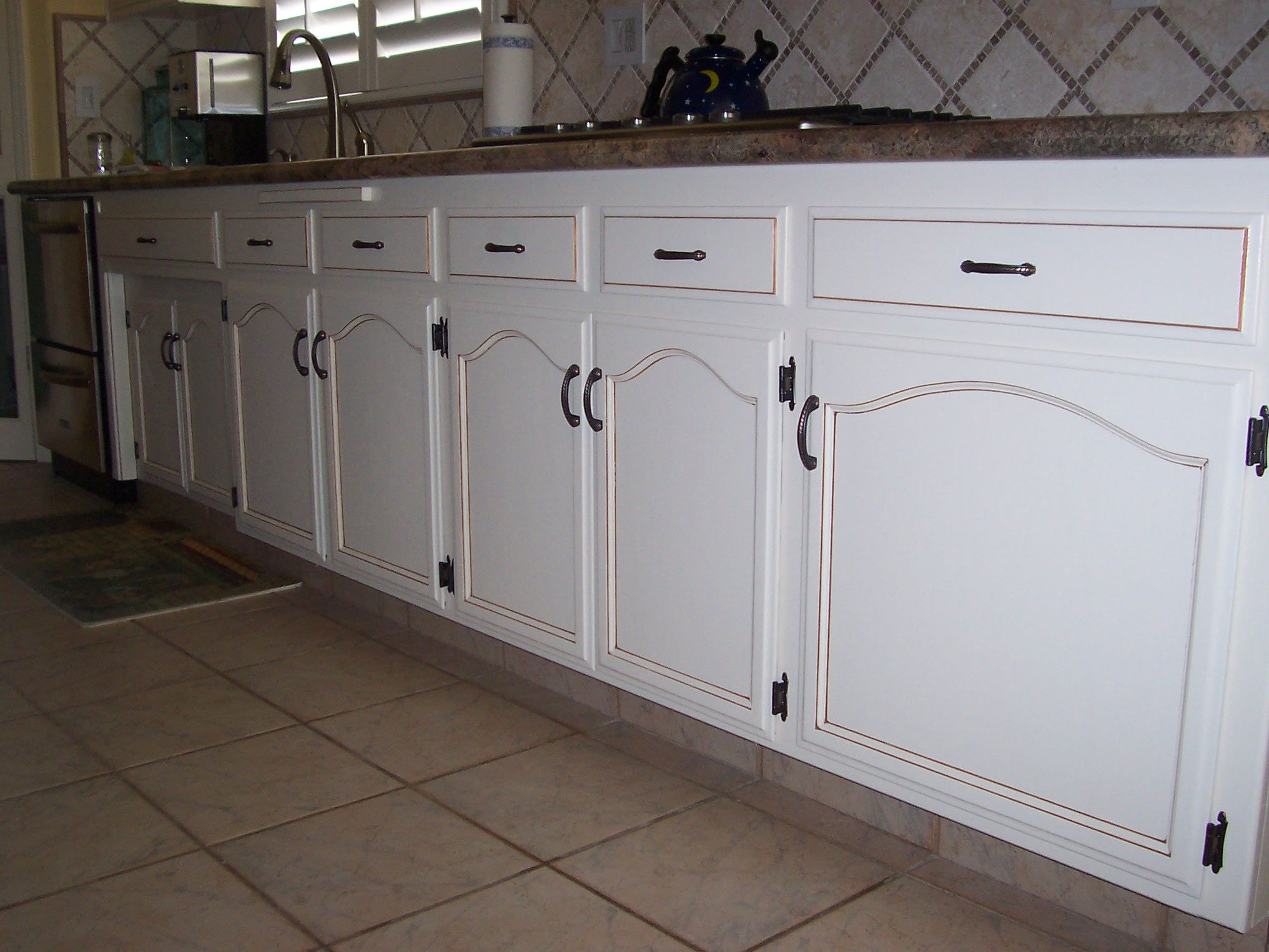 Antique finish on kitchen cabinets antique paint design for Finished kitchen cabinets