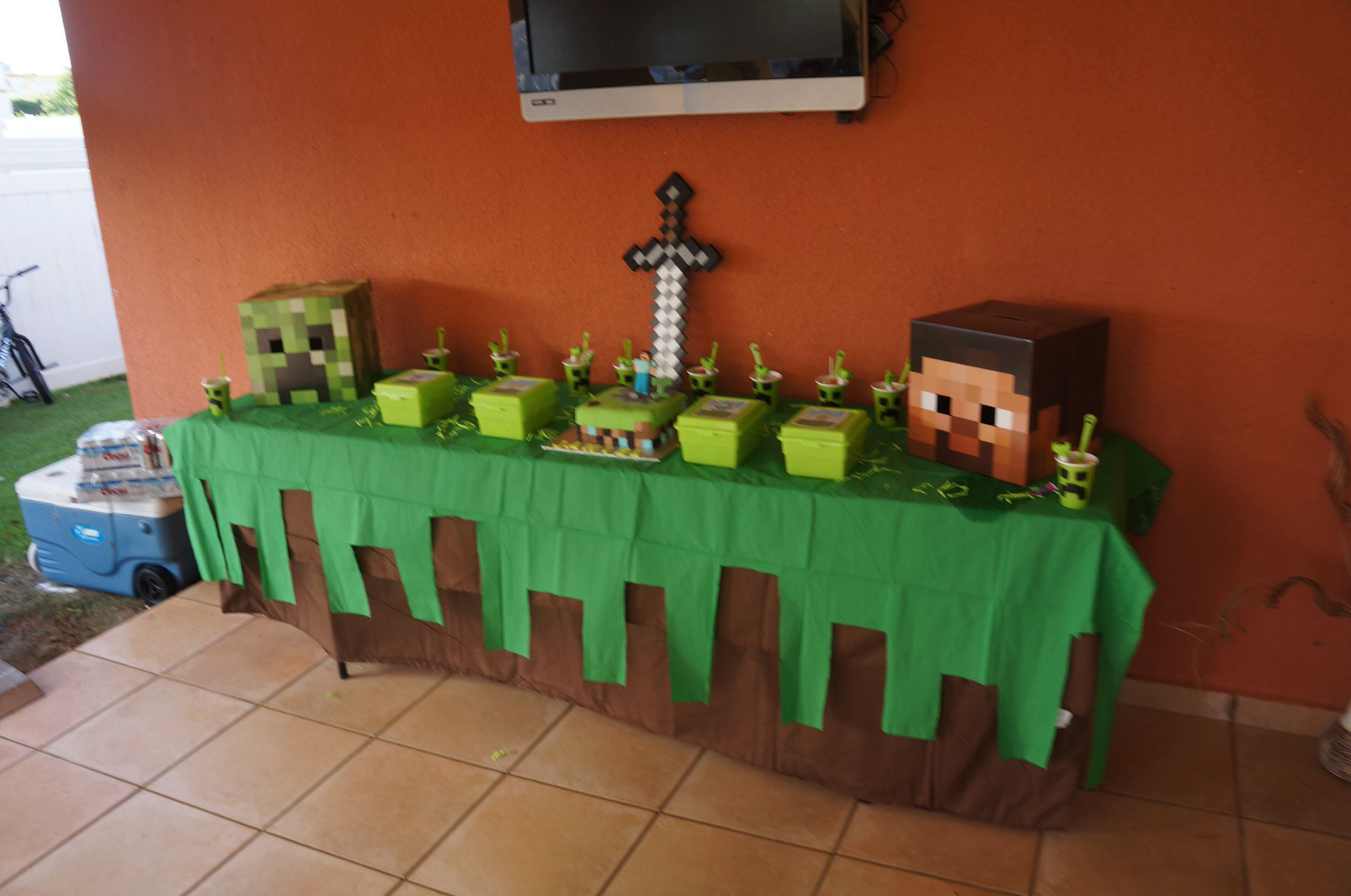 Minecraft party theme party pinterest for Decoration de table
