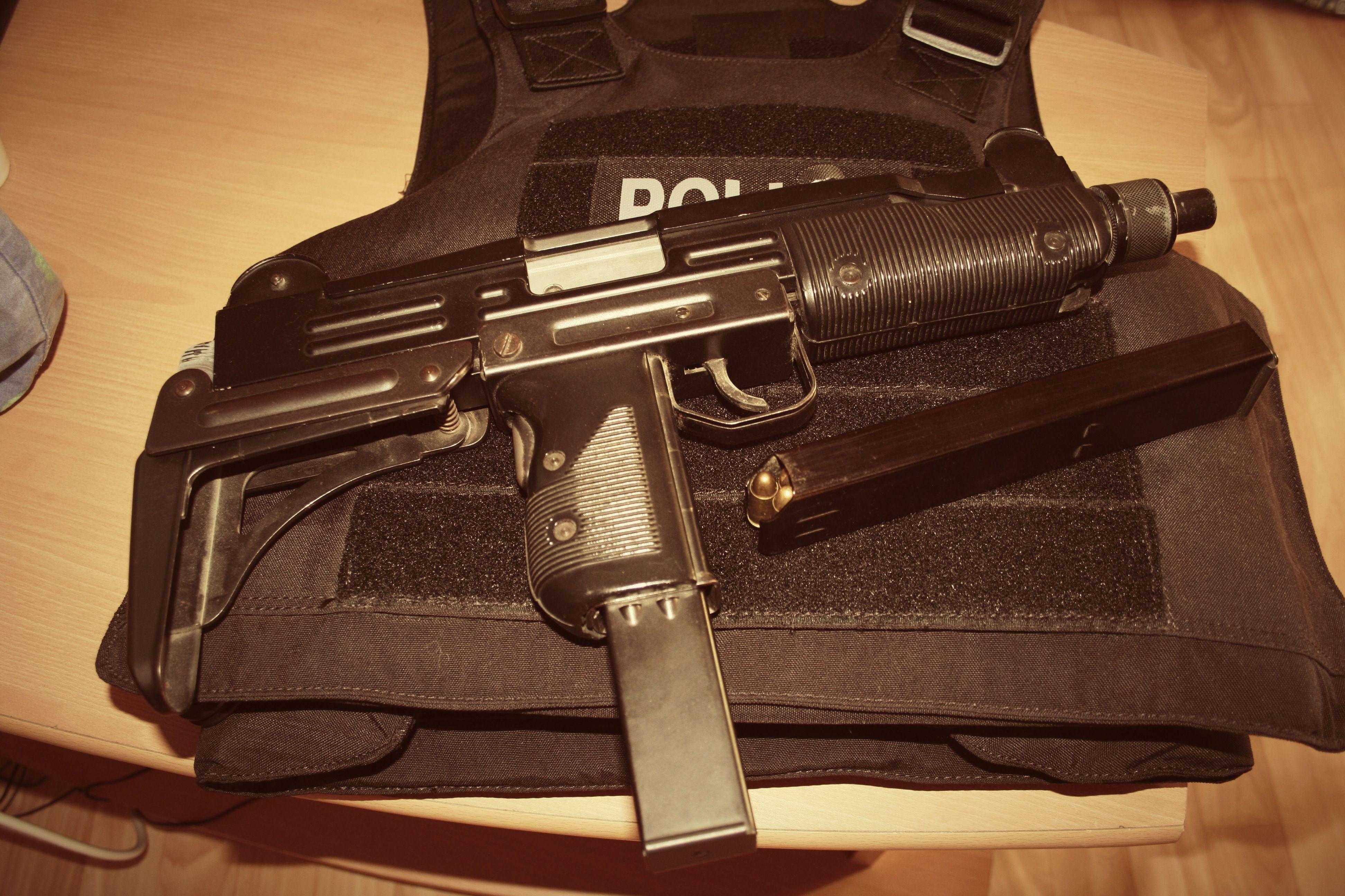 For sale trade imi uzi carbine made in israel 9mm - Filename F3faa2c4229ac9eceeb2c6fa33740f6e Jpg