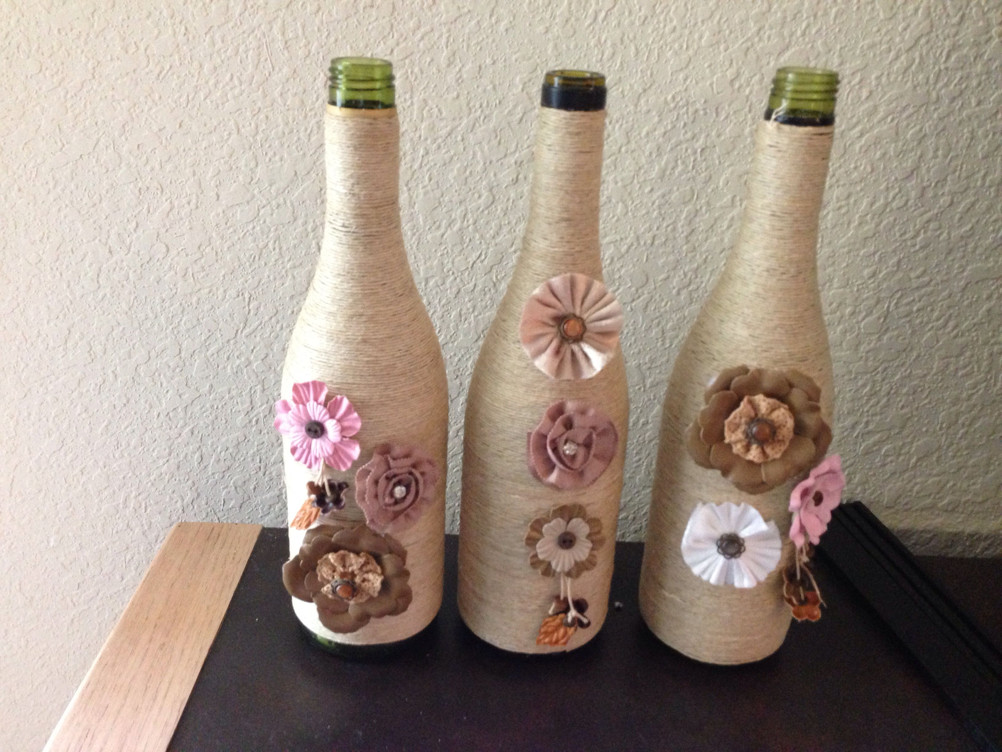 Empty wine bottles decorated crafty ideas upcycling for Empty bottle craft