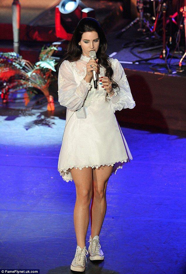 lana del rey white lace dress - photo #28