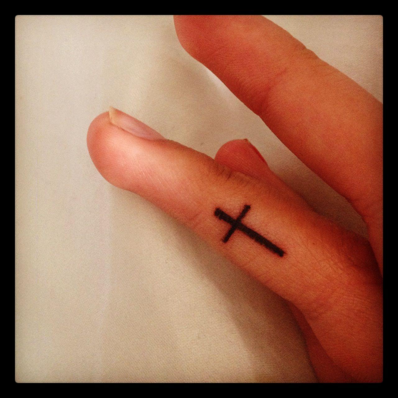 Тату крест на руке. Его значение 65