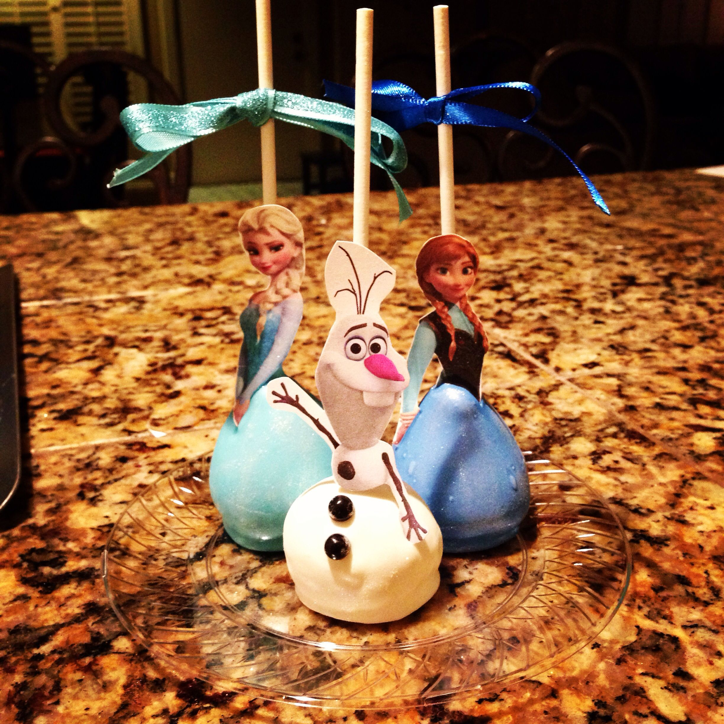 Images Of Frozen Cake Pops : Frozen cake pops! Frozen for Sophie Pinterest