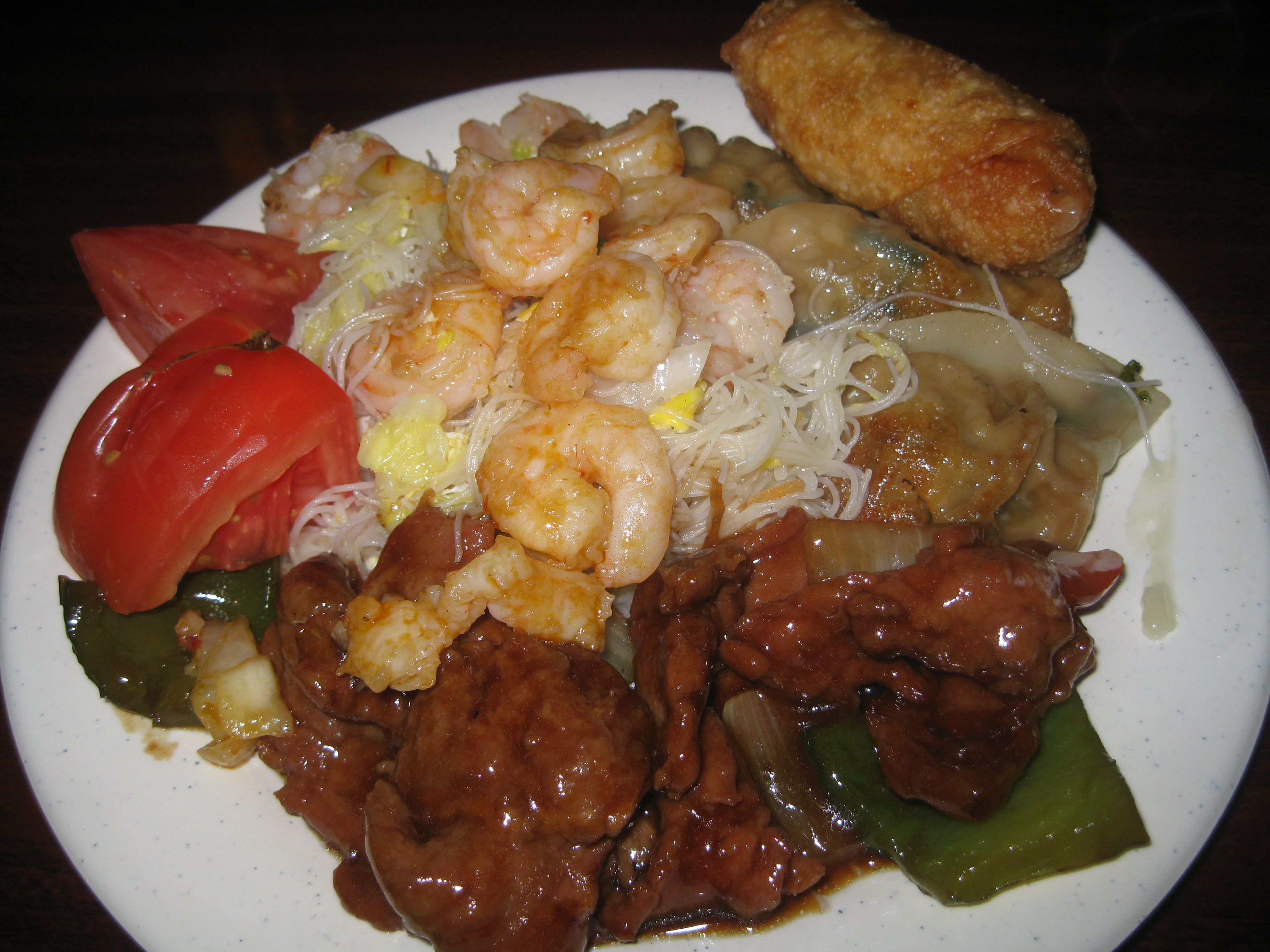#PepperSteak with #red and #green #sliced #peppers, #sauteed #Shrimp, #meifunnoodles and an #eggroll - DrewryNewsNetwork.com