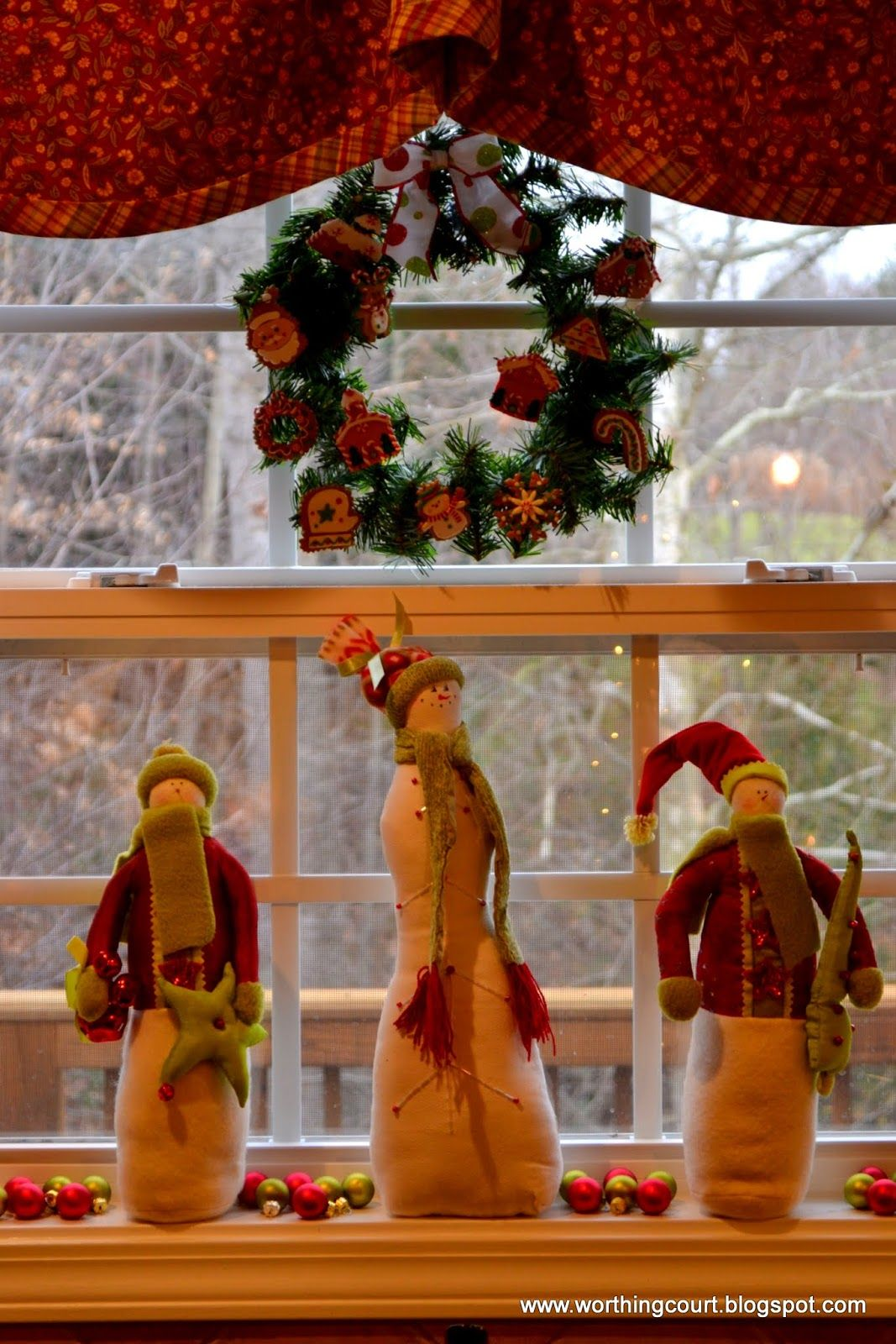 window sill christmas decorations christmas pinterest. Black Bedroom Furniture Sets. Home Design Ideas