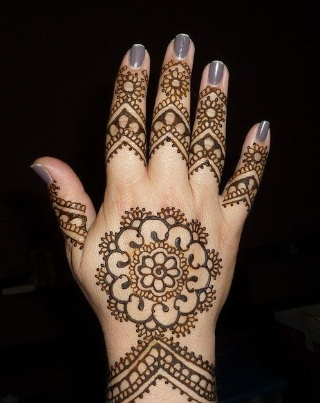 foto 28 Easy And Simple Mehndi Designs That You Should Try In 2019