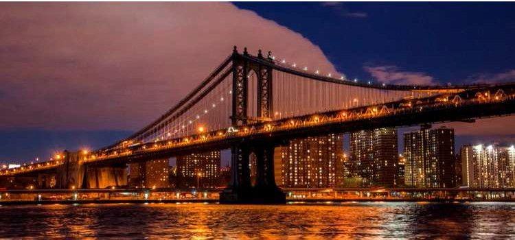 Brooklyn Bridge por la noche