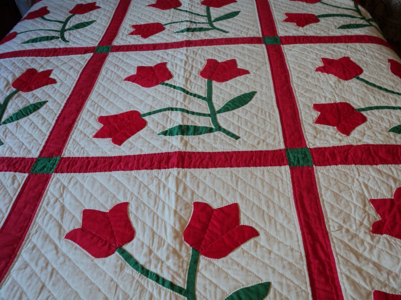 Traditional tulip applique quilt pattern quilts Pinterest