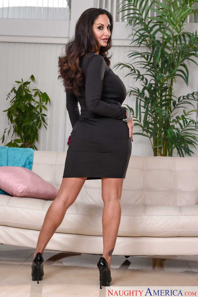 Stocking attired Euro brunette Ava Addams exposing large boobs in office № 372501 без смс