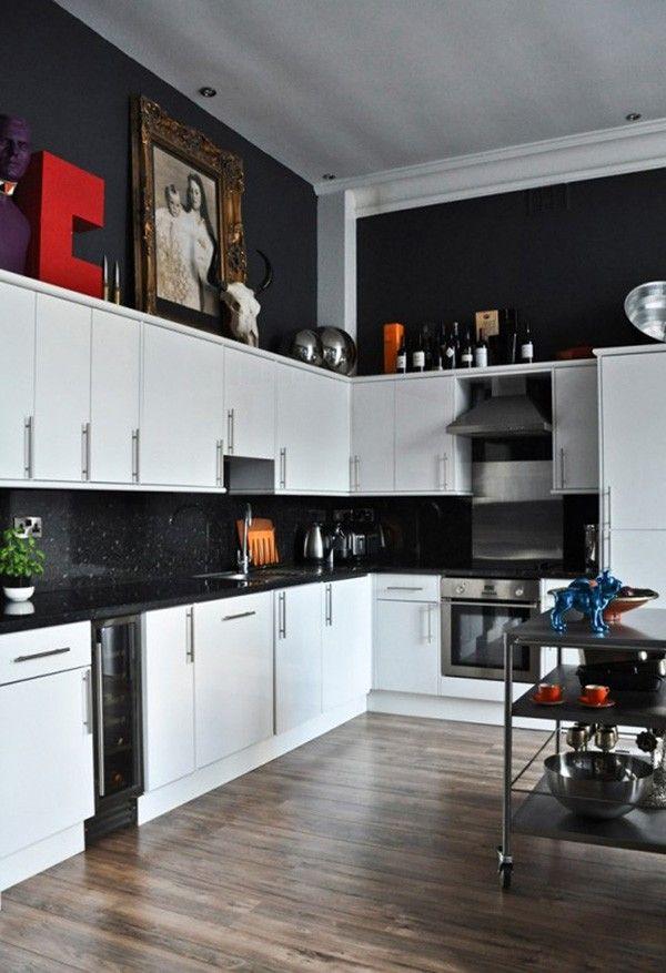 Phòng bếp thêm sang trọng và sạch sẽ hơn với 2 gam màu đen - trắng
