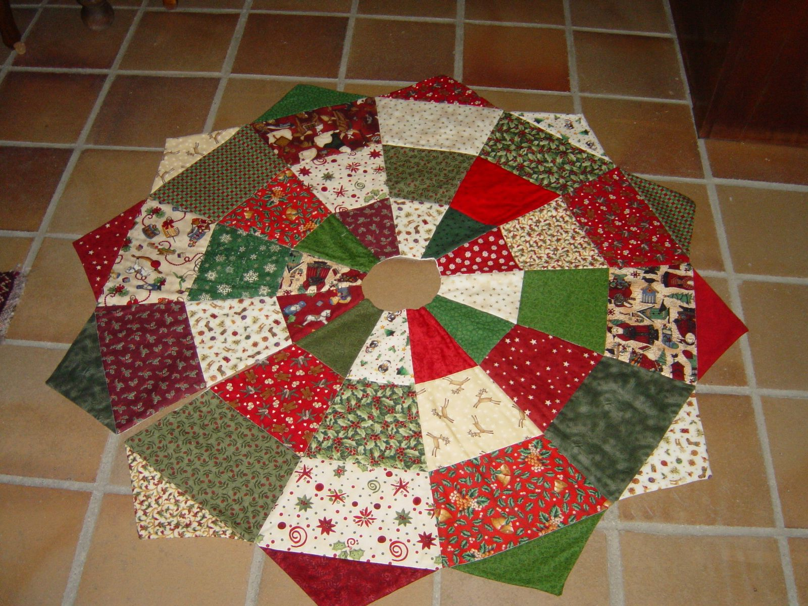 Quilted Christmas Tree Skirt Pinterest : Christmas tree skirt Christmas Pinterest