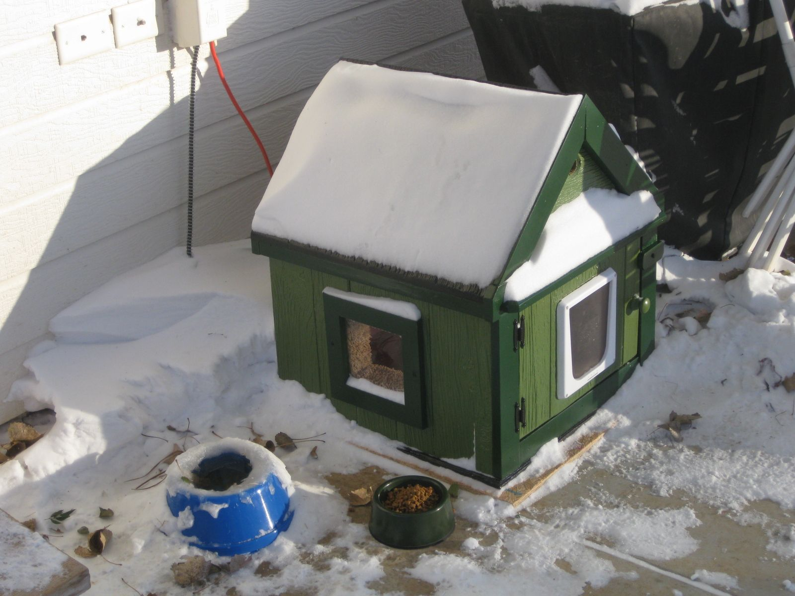 Heated Stray Cat House Dog Or Cat Houses Pinterest