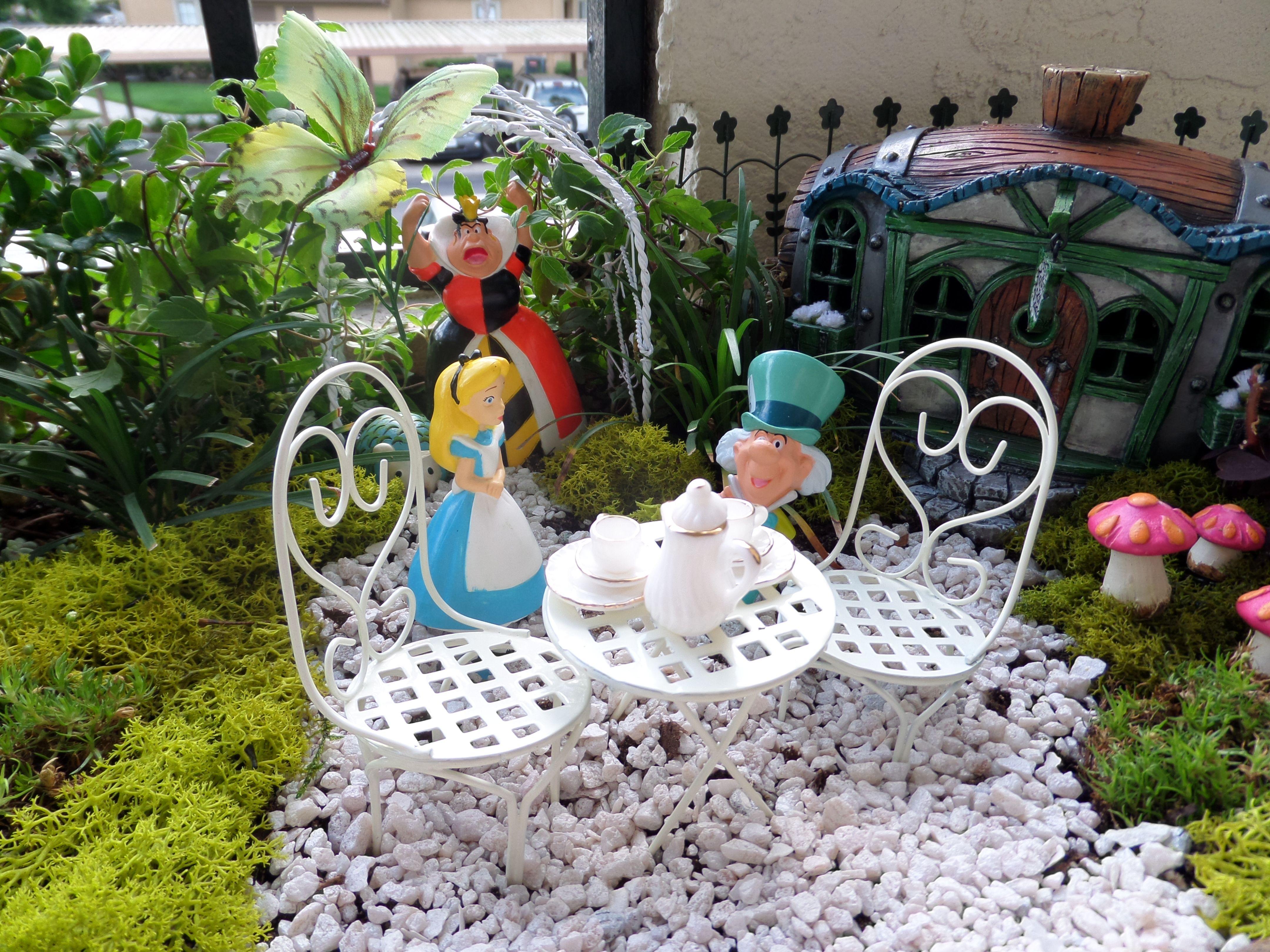 Alice In Wonderland Garden On My Patio Gardens Pinterest