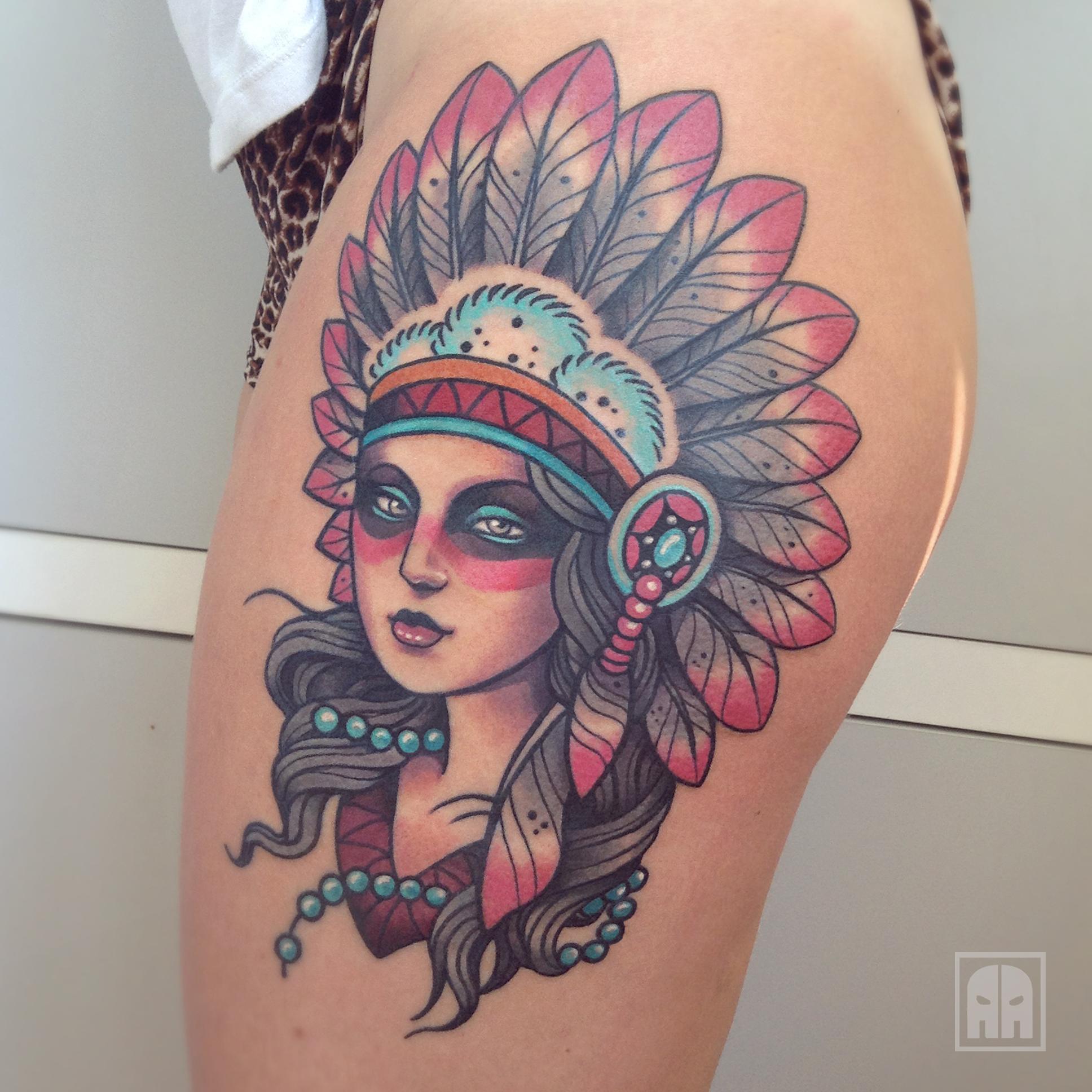 Девушка индеец с татуировками фото