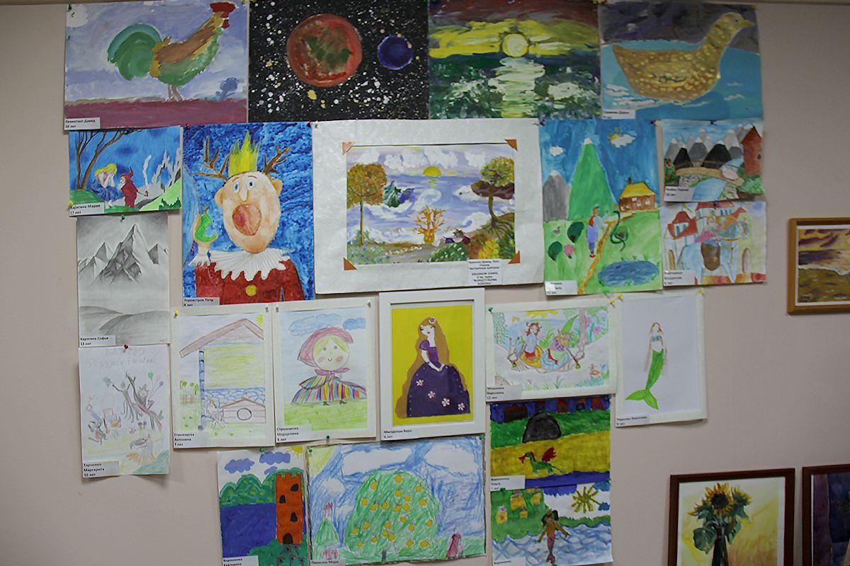 Детские рисунки – участники конкурса. Фото Жени Шведы