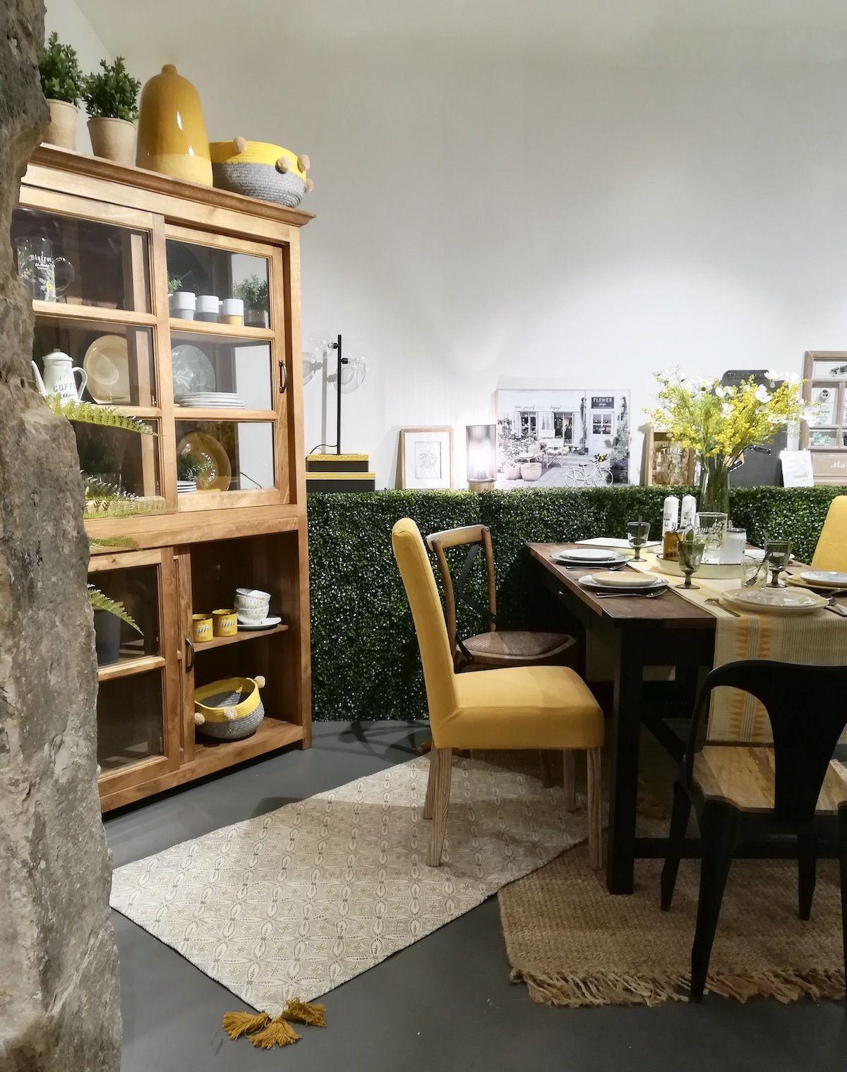 décoration maison de campagne vaisselier bois vitrine salle a manger jaune et verte