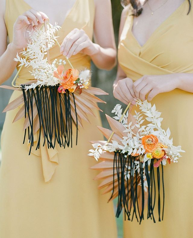 While the bride's bouquet was the shining star of the florals with a lush color palette and unruly bounty of blooms the bridesmaids carried the coolest prettiest geometric floral hanging! This sunshine-filled wedding day is up via the link in bio to take it all in photo @vid_studio event planning design @lovelytimeweddings floral design @ampersand_sf make up @leimakeupandhair calligraphy @inkinitystudio catering @laboccafina rentals @pleasantonrentals vintage rentals @otlvintage linens @latav