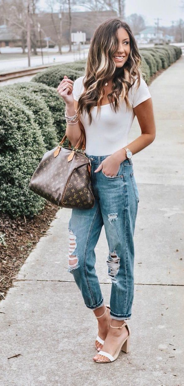 white t-shirt and blue denim jeans #spring #outfits