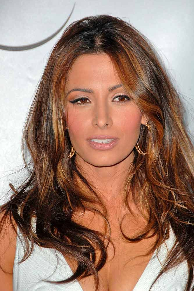 Messy Wavy Hair With Caramel Highlights #caramelhighlightshair #sarahshahi ★ Light and dark brown hair with highlights and lowlights looks spectacular. Discover trendy color ideas for short and long hairstyles. #glaminati #lifestyle