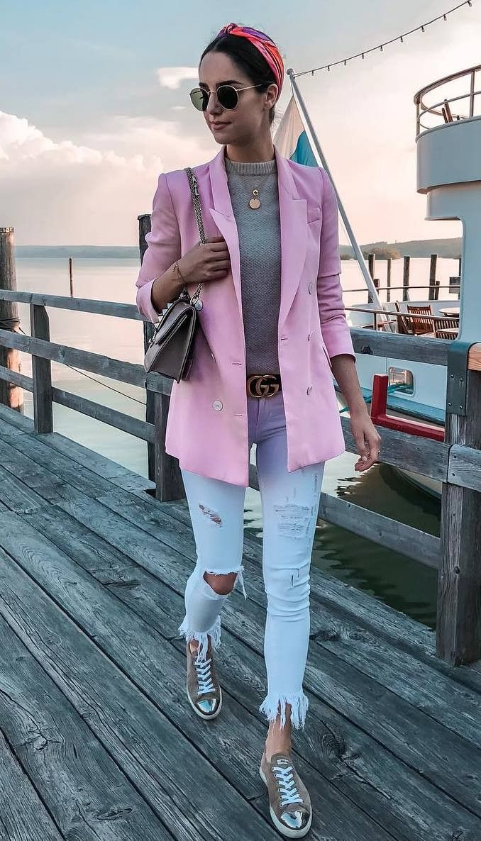 stylish look_pink coat bag top ripped jeans sneakers