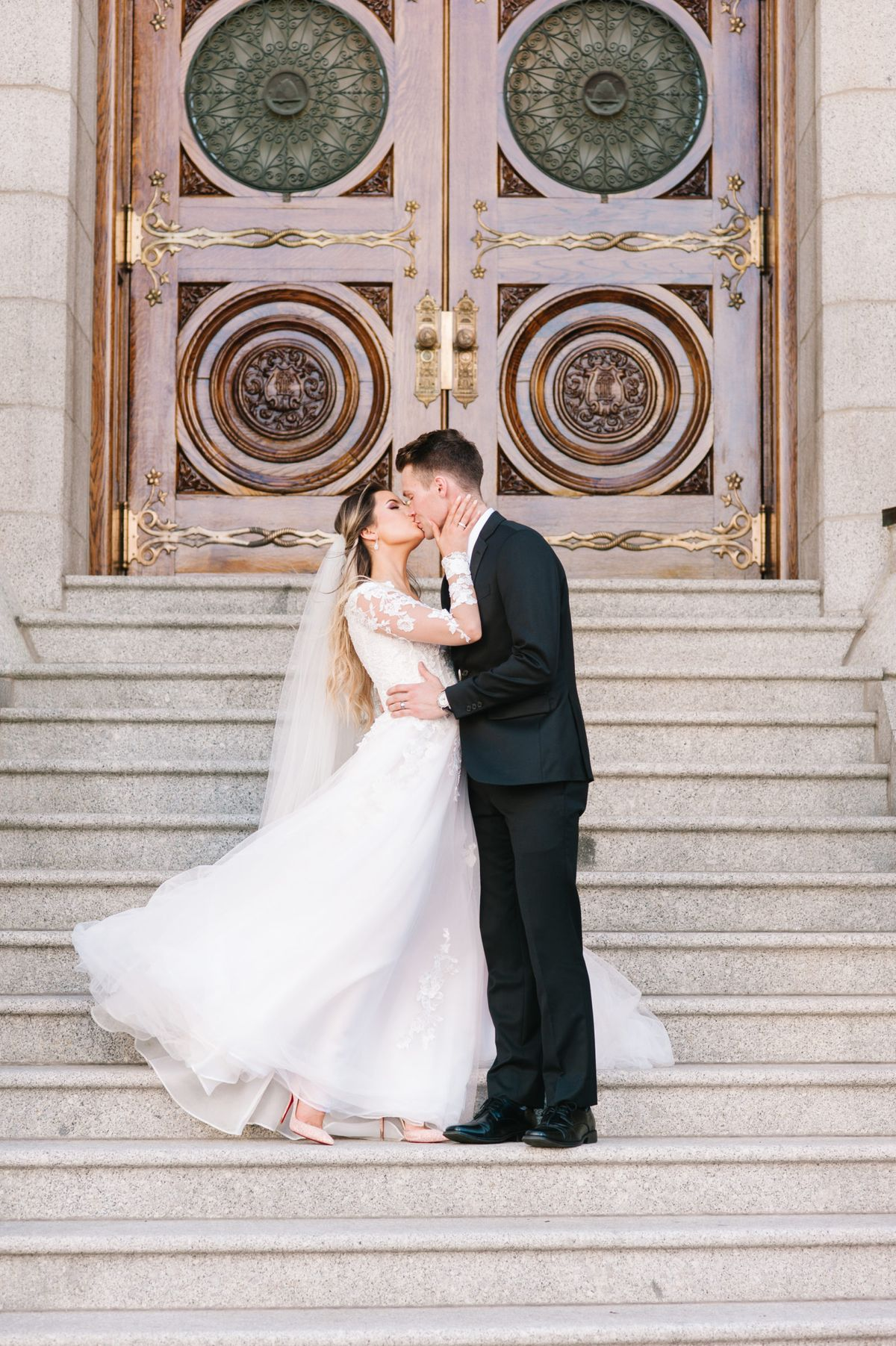 How To Choose a Wedding Dress That Complements Your Venue ⋆ Ruffled