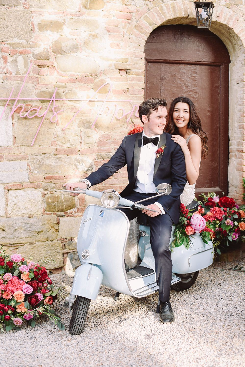 Set in an ancient Italian villa, this al fresco wedding in Tuscany is overflowing with the prettiest roses and hydrangeas!