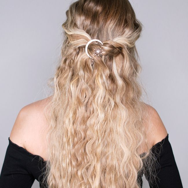 In this weeks video we have created 4 super cute and super easy hairstyles that we have paired with some of our favourite hair accessories from ASOS. Look 1: Straight and sleek hair with hairbands / headbands Look 2: Textured waves with hair pins / hair grips Look 3: Fishtail braid with hair charm Look 4: Bridal up do hairstyle with hair crown #hairextensions #hairaccessories #ASOS