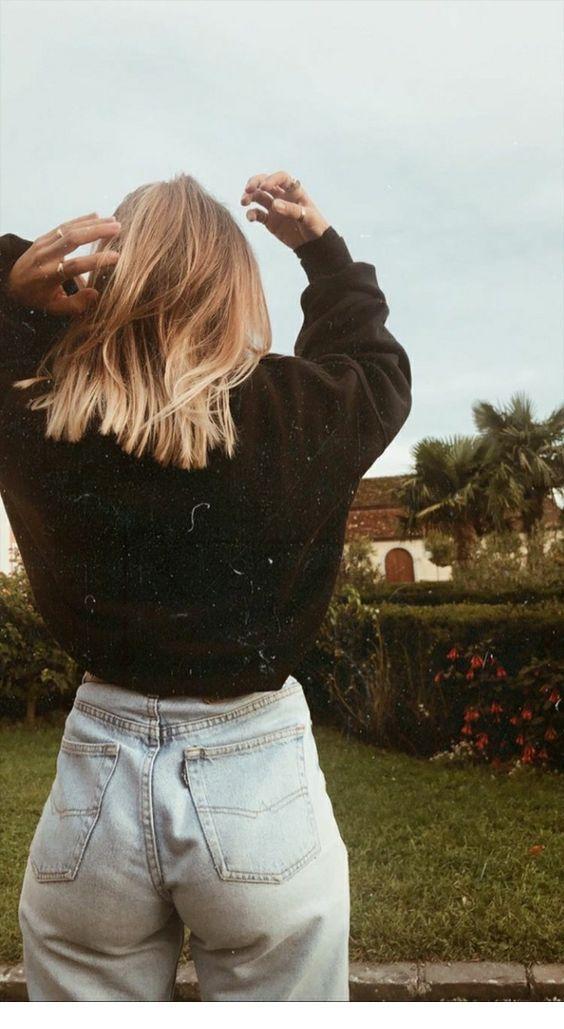 Retro jeans, black sweater