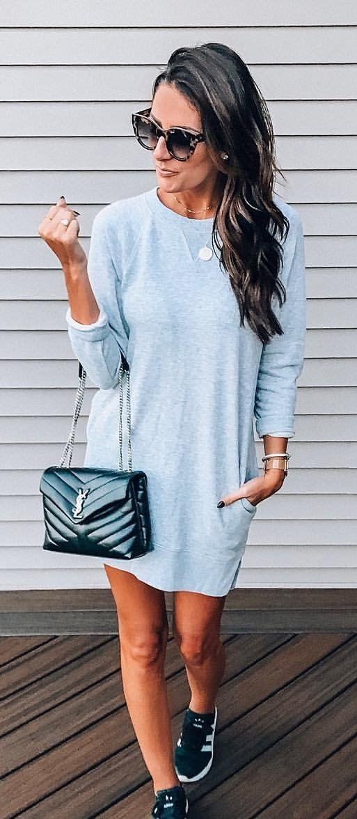 gray long-sleeved dress.