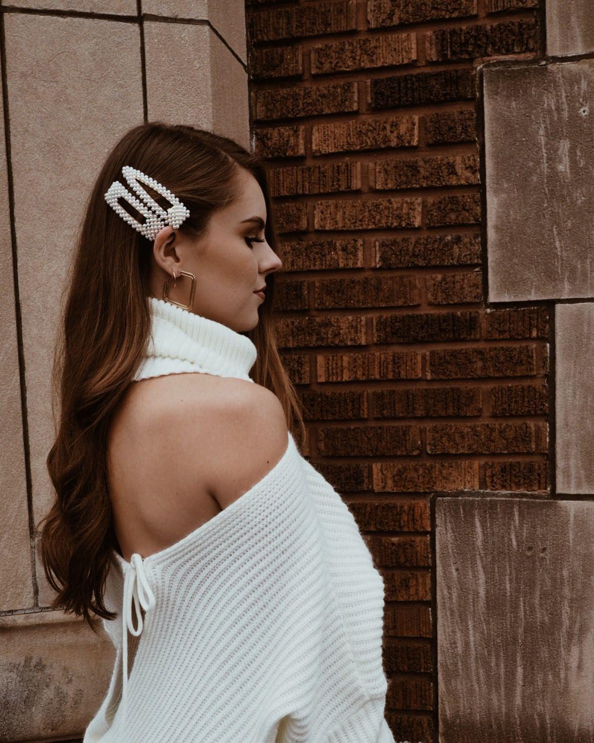 Pearl hair clip hairstyle #blogger #hairstyle #ootd #inspo #hairgoals #hairinspo