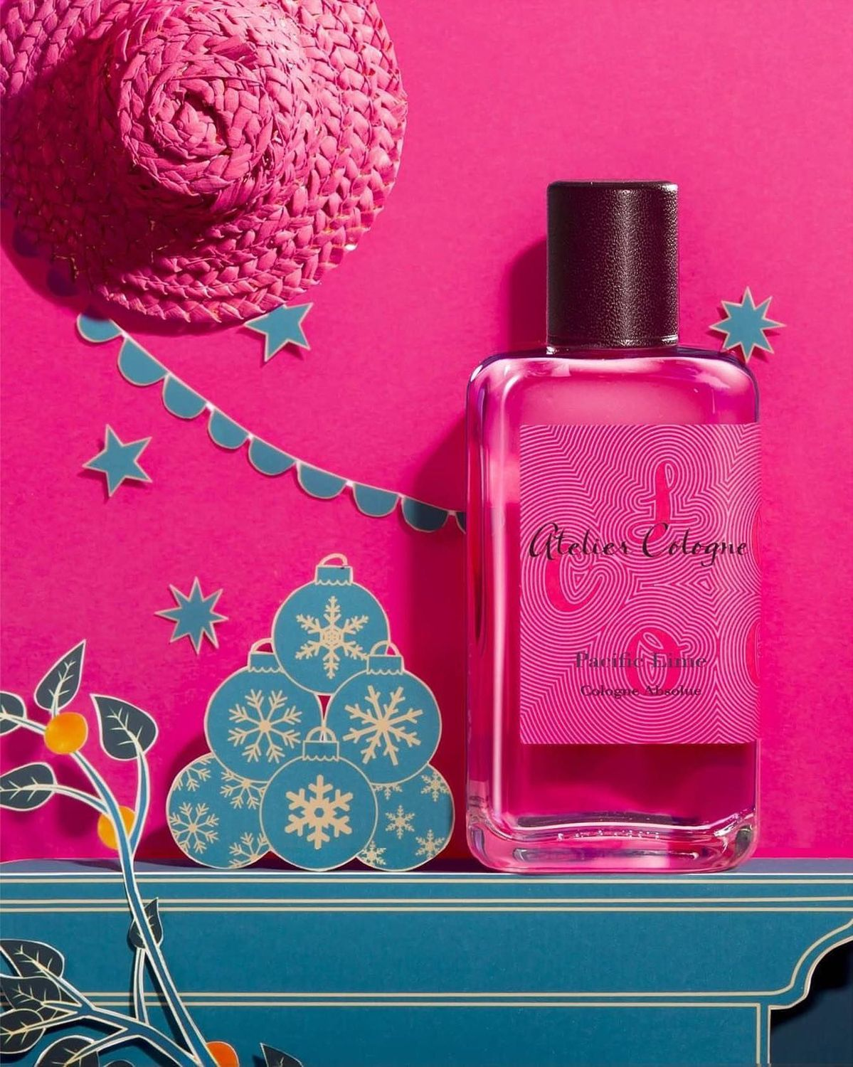 ATELIER COLOGNE Pacific Lime Cologne Absolue Pure Perfume: A tropical burst of juicy lime and cooling eucalyptus sweetened with creamy coconut. Made from 91% renewable natural origin ingredients of the highest quality.