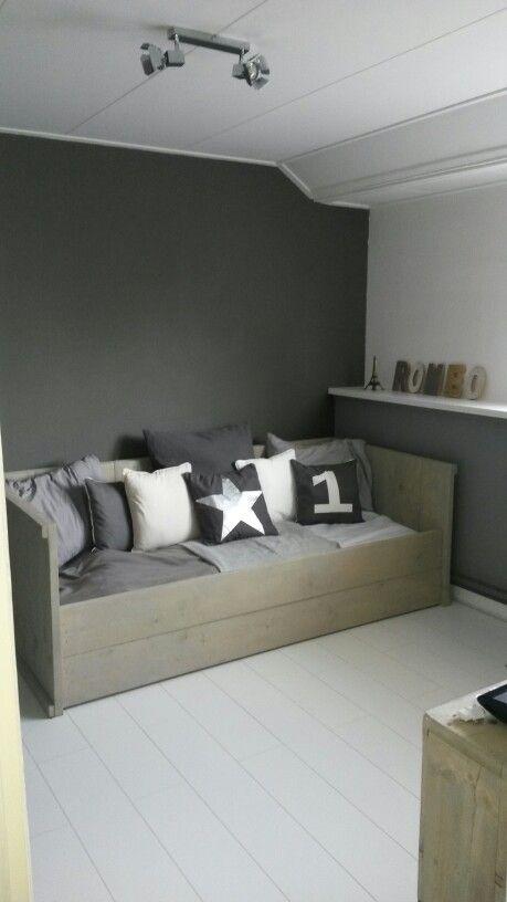 jugendzimmer jungs kleiner raum einzelbett mit bettkasten schreibtisch wei blau. Black Bedroom Furniture Sets. Home Design Ideas
