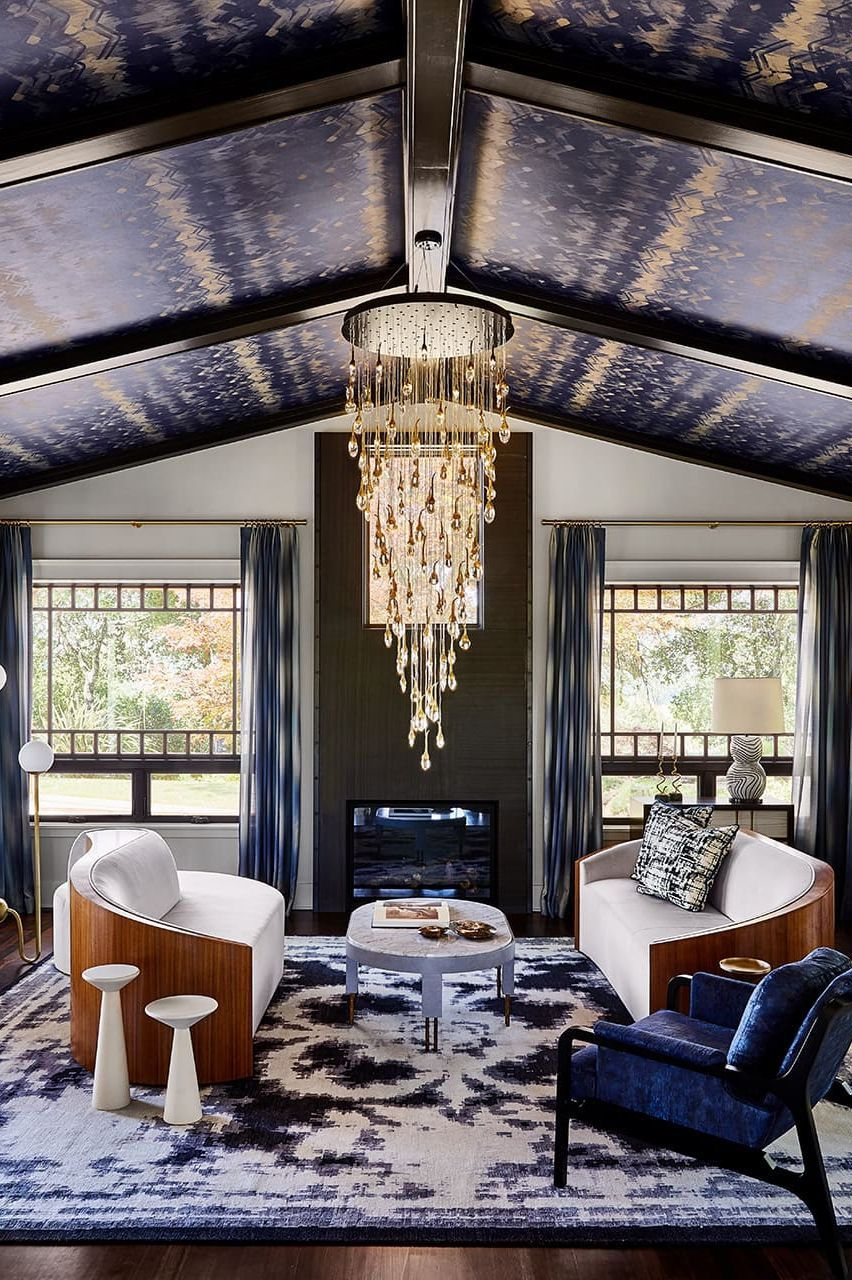 25 STRIKING INTERIORS WITH WALLPAPERED CEILINGS