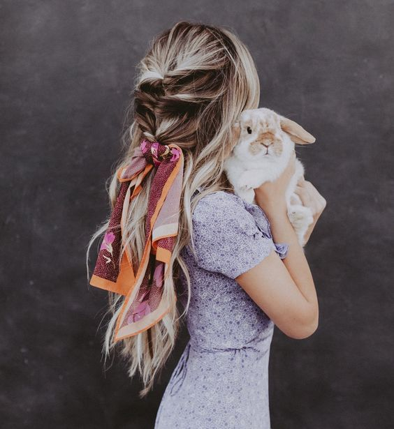 How to Style Bows In Your Hair With Scarf – As the gift giving begins, out comes thespools upon spools of ribbon. It's always fun toperfectly tie up a present, but we've got a use for the scarf that's even better… put it in your hair! The classy scarf hair accessorycan spice up a whole …
