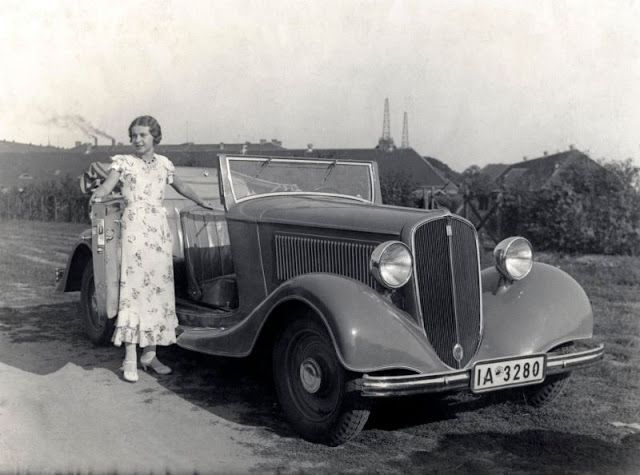 Cool Pics That Capture People Posing With Their Fiat Cars in the 1920s and '30s