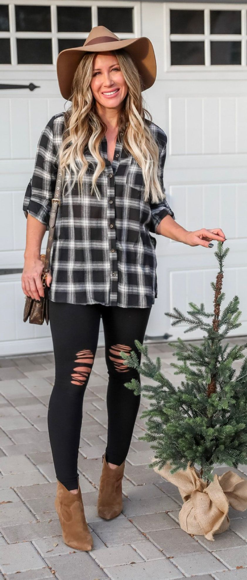 black and gray plaid sport shirt