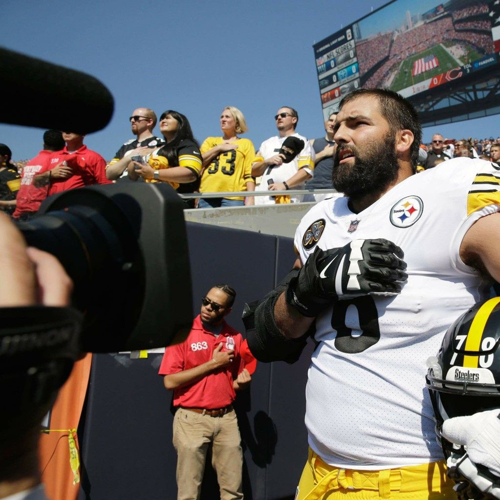 204f93336e5 Army veteran Alejandro Villanueva is sole Steelers player to stand outside  for national anthem