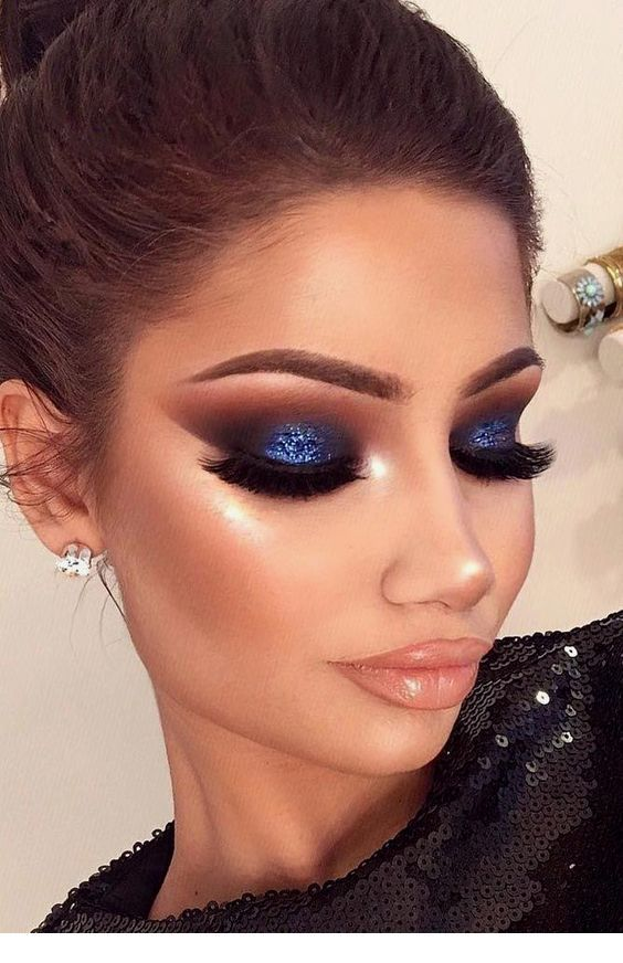Brown, dark blue – smokey eye