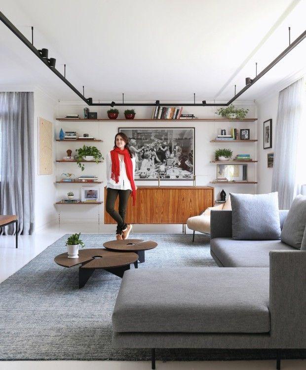 Apartamento de 200 m² destaca peças de design com poucas cores nas paredes