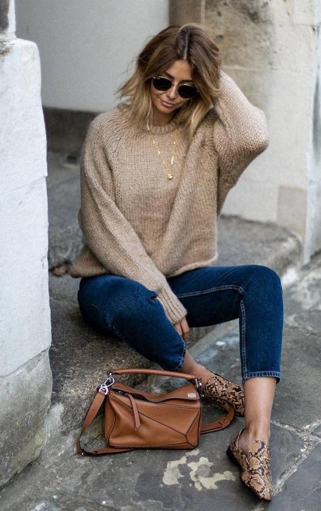 comfy fall outfit | knit sweater snake loafers skinnies bag