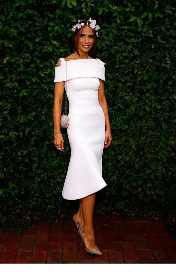 Simple white dress, right accessories